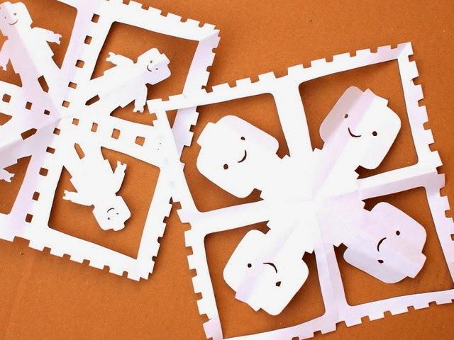 LEGO snowflakes (via pinkstripeysocks)