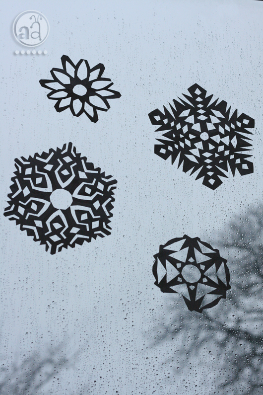 paper snowflakes (via artsyants)