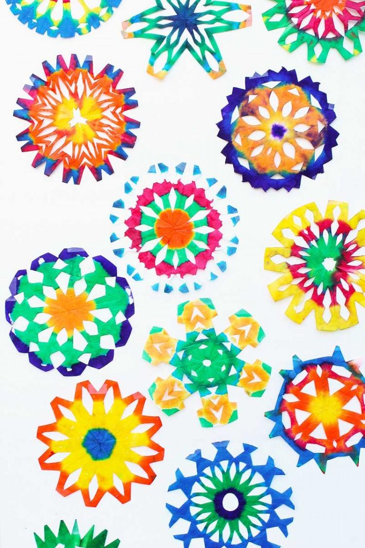 Make paper christmas decorations snowflakes - Psychodelic Snowflakes Via Babbledabbledo