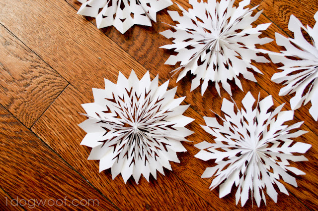 medallion snowflakes (via 1dogwoof)