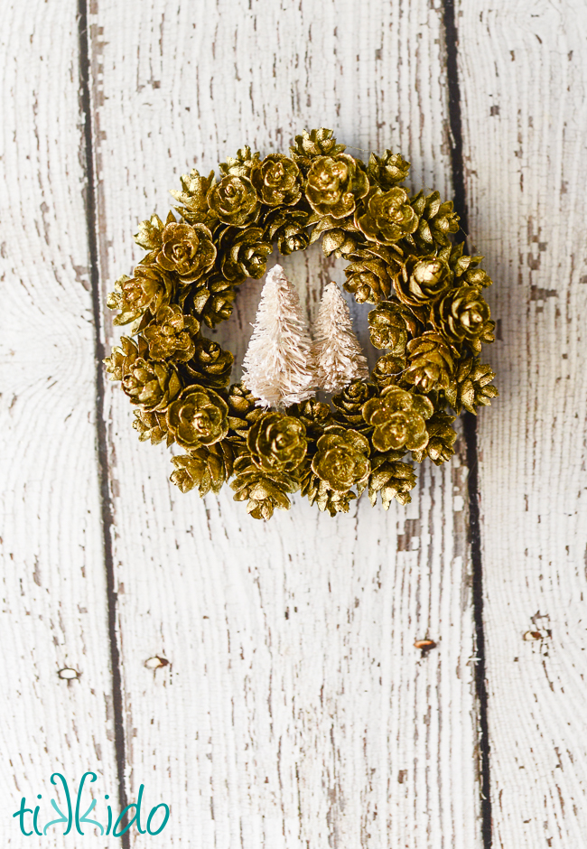 DIY Pinecone Wreath Ornament Tag For Christmas