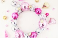 diyshining-disco-ball-wreath-for-christmas-and-new-year-1