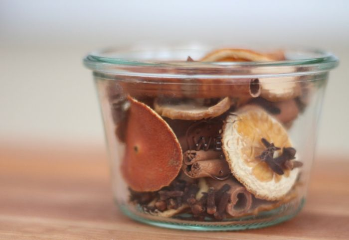 winter spice potpourri (via julieblanner)