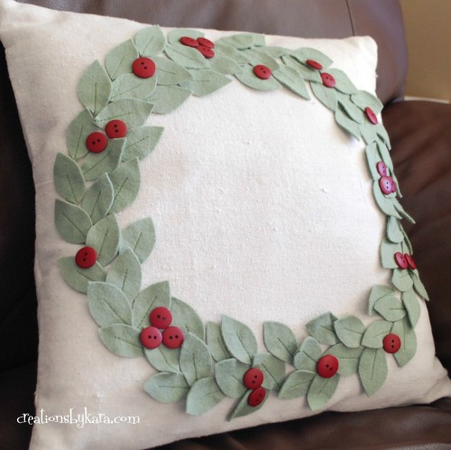 Christmas wreath pillow (via creationsbykara)