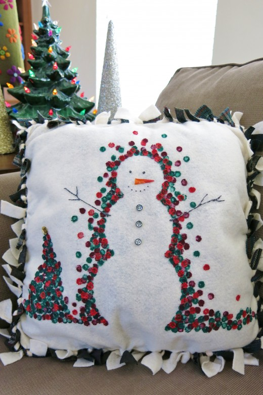 Diy Decorative Christmas Pillows : 13 Fun DIY Christmas Pillows To Make Holidays Cozier - Shelterness