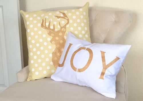 holiday pillow set (via ilovetocreateblog)