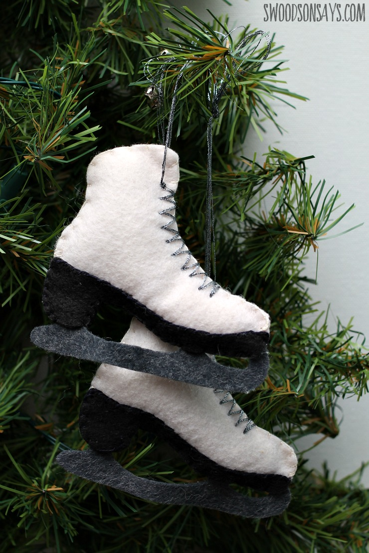 felt ice skate ornament (via swoodsonsays)