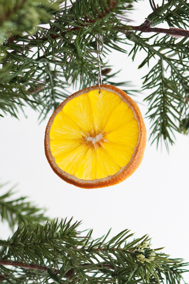 citrus ornaments (via abeautifulmess)