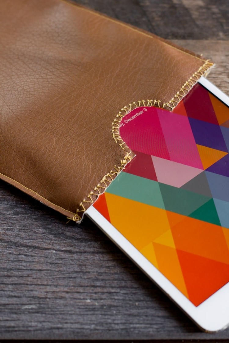 Simple DIY Leather iPad Sleeve To Make
