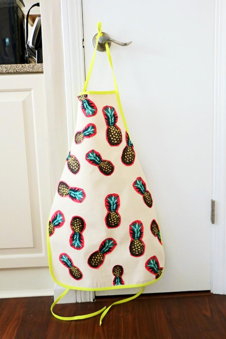pineapple apron (via blitsy)