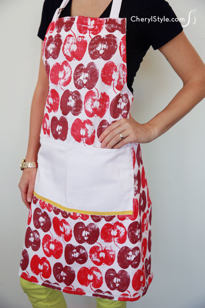 apple stamped apron (via everydaydishes)