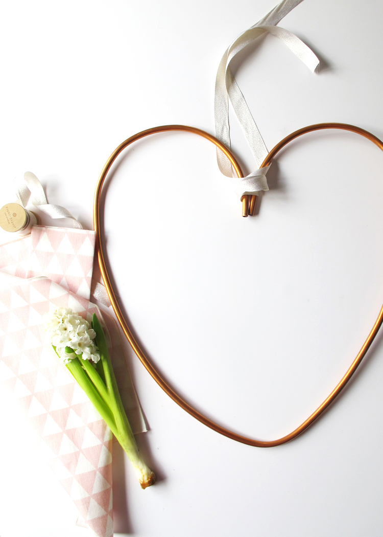 Picture Of diy copper heart wreath for valentines day  1