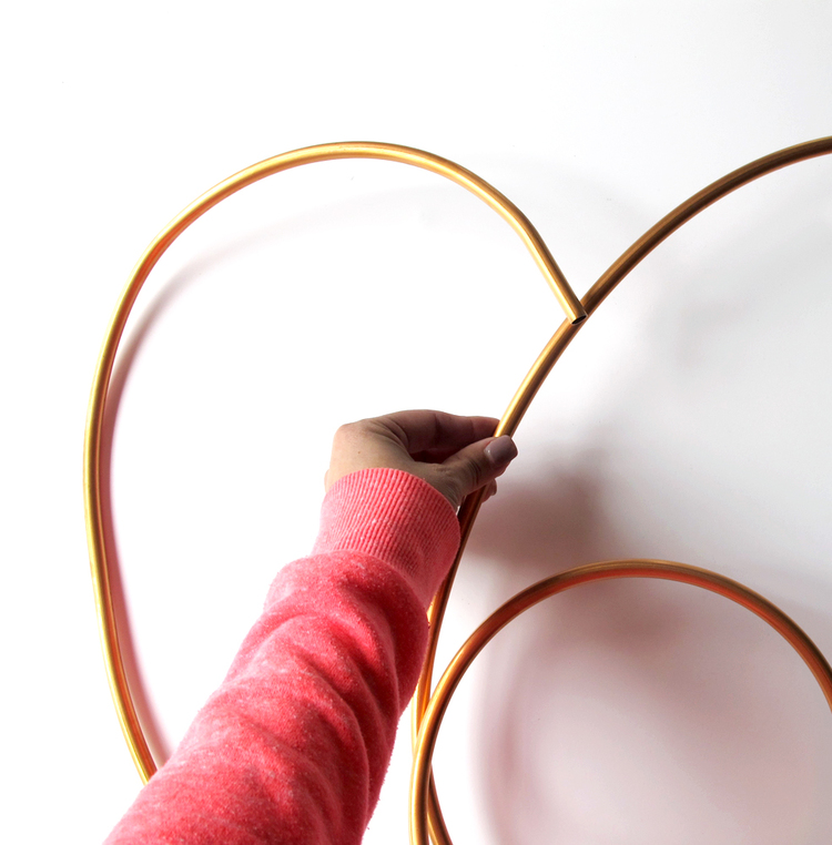 Picture Of diy copper heart wreath for valentines day  3