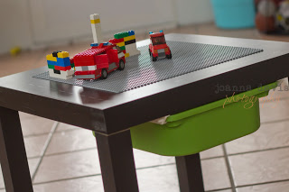 small LEGO table (via prekandksharing)