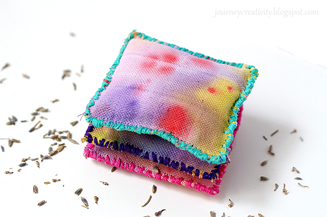 DIY Ombre Lavender Sachets For Closets And Drawers