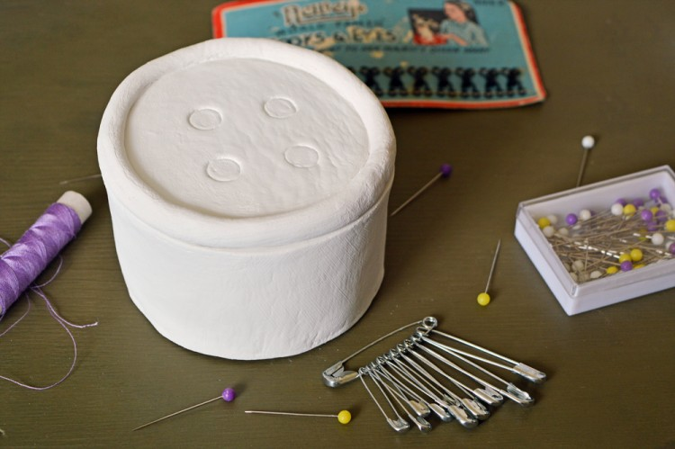 button trinket box (via craftingfingers)