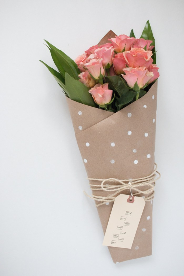 polka dot kraft paper wrap (via thebeautydojo)