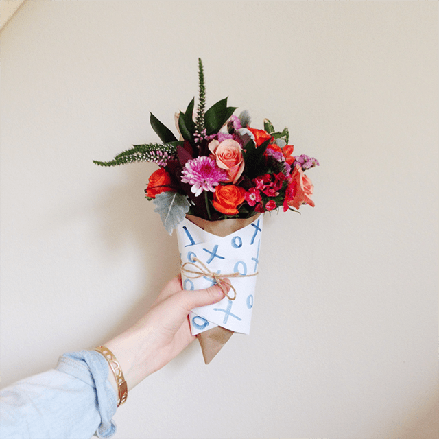10 diy ways to wrap a flower bouquet for a gift   shelterness