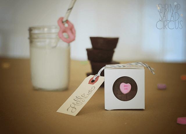 cake gifts (via shrimpsaladcircus)