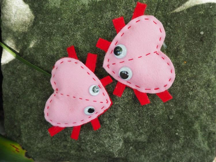 love bug (via colouredbuttons)