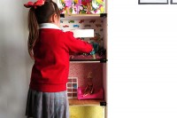 versatile-and-easy-to-make-diy-barbie-dollhouse-9