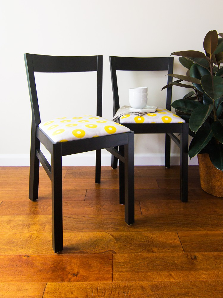 DIY upholstered dining chairs (via sarahhearts)