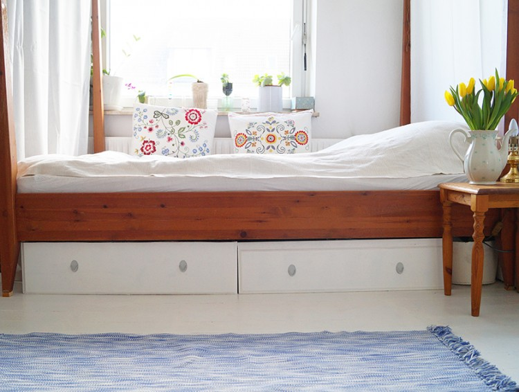 DIY IKEA bed drawers hack (via nur-noch)