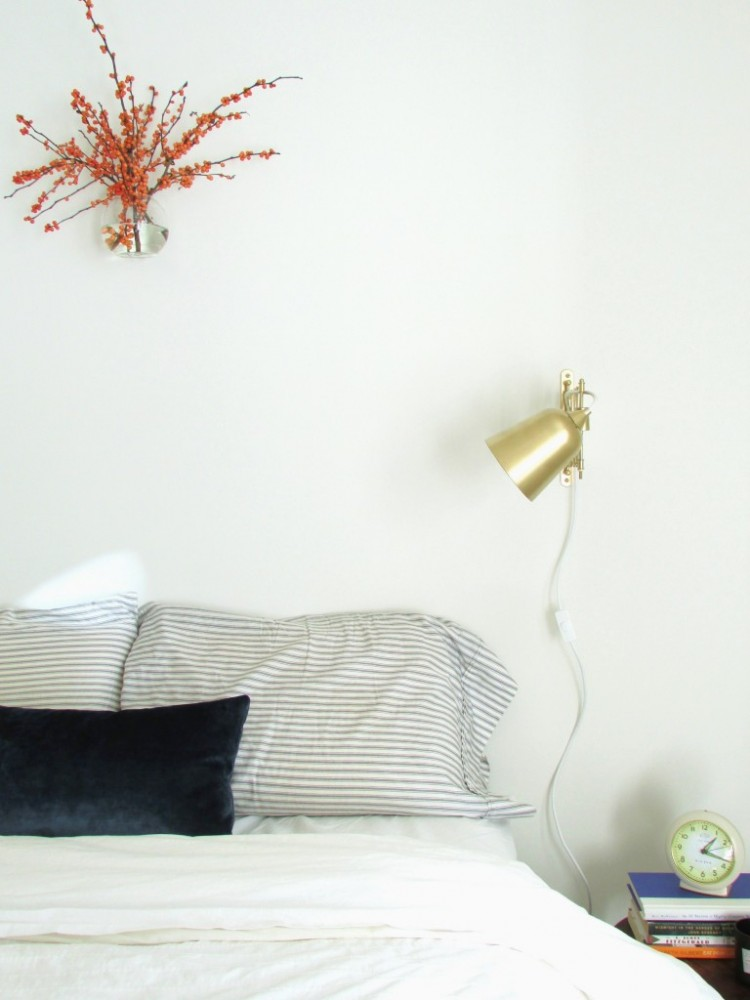 DIY IKEA Target Stick Table Lamp hack (via francoisetmoi)