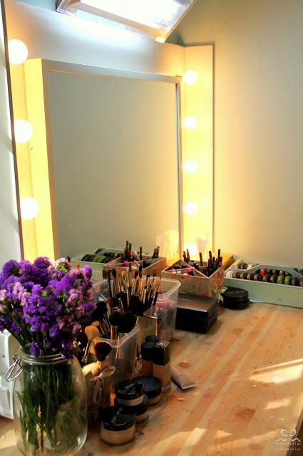 DIY stylish vanity (via ikeahackers)