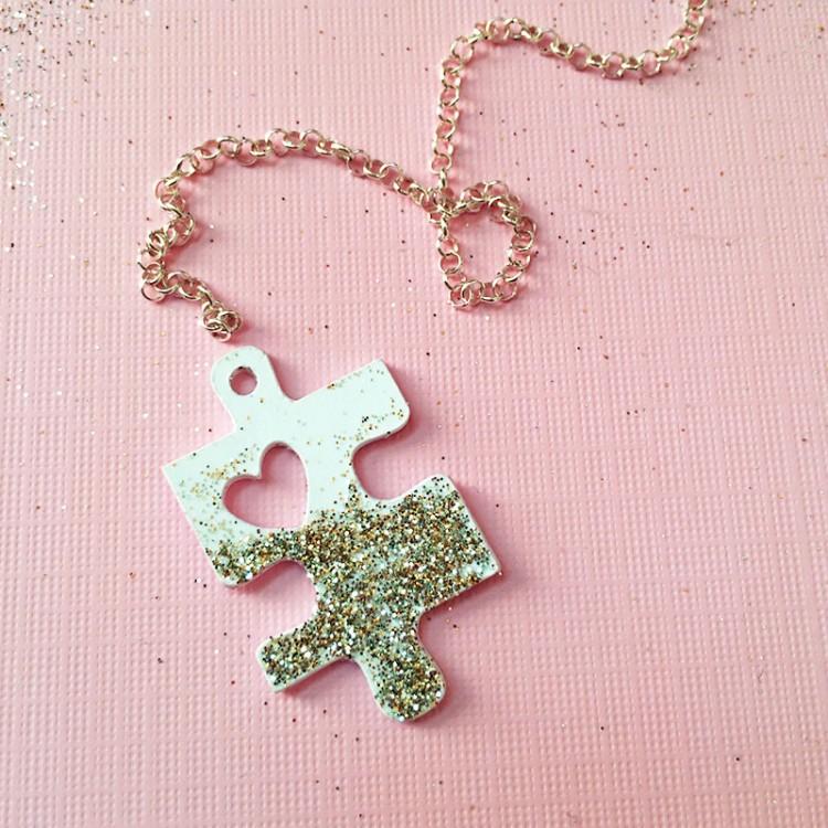 DIY puzzle heart necklace (via 100directions)