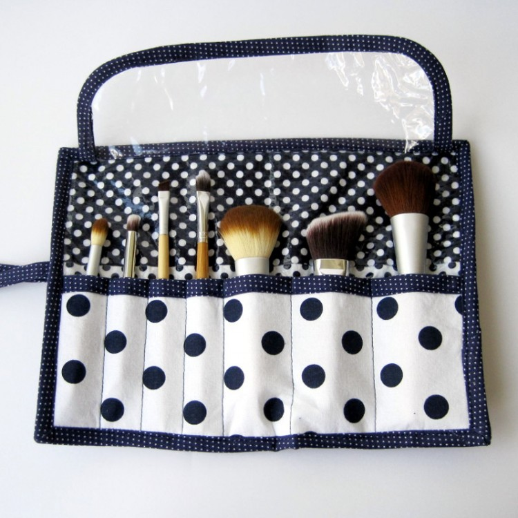 polka dot brush roll (via shesgotthenotion)