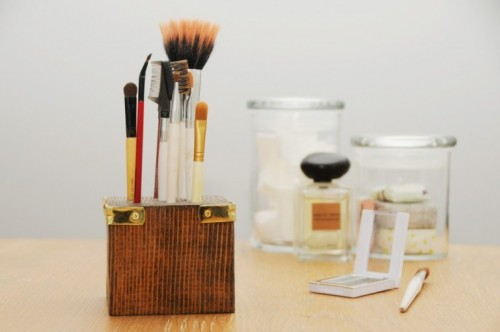 wooden makeup brush stand (via shelterness)