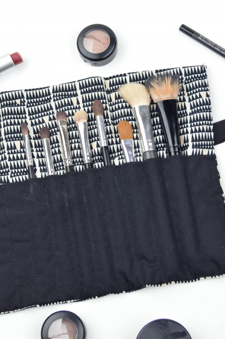 12 Cool And Simple Diy Makeup Brush Holders And Rolls