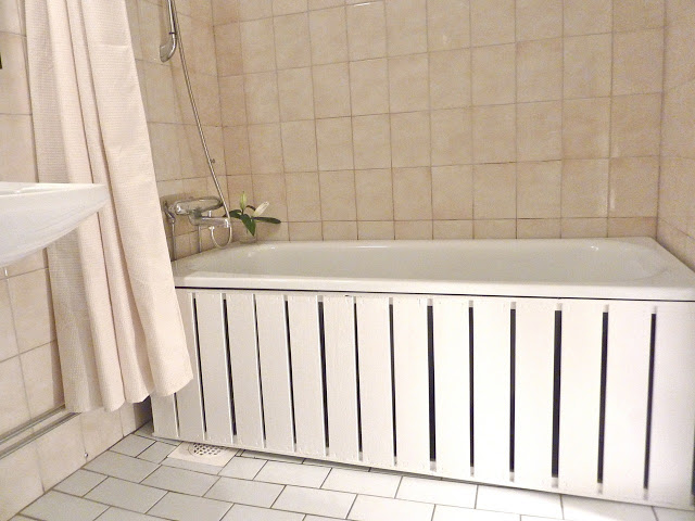 DIY bathtub panel (via ikeahackers)
