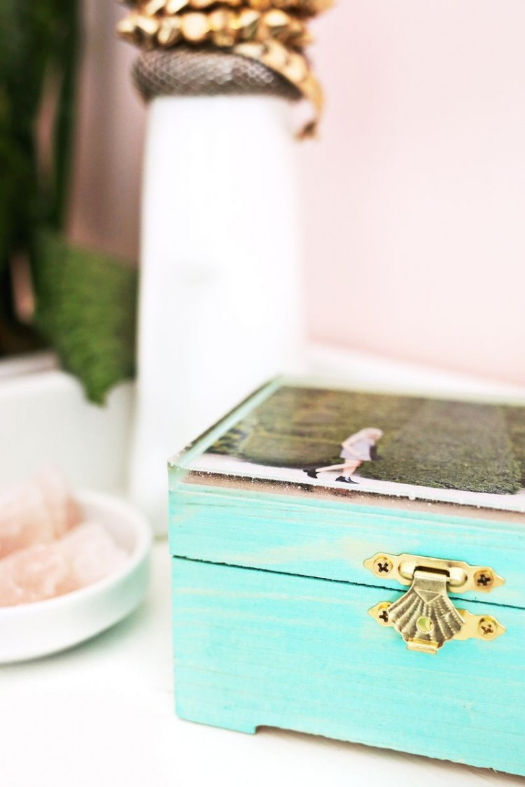 Cute DIY Epoxy Jewelry Box With A Photo - Shelterness