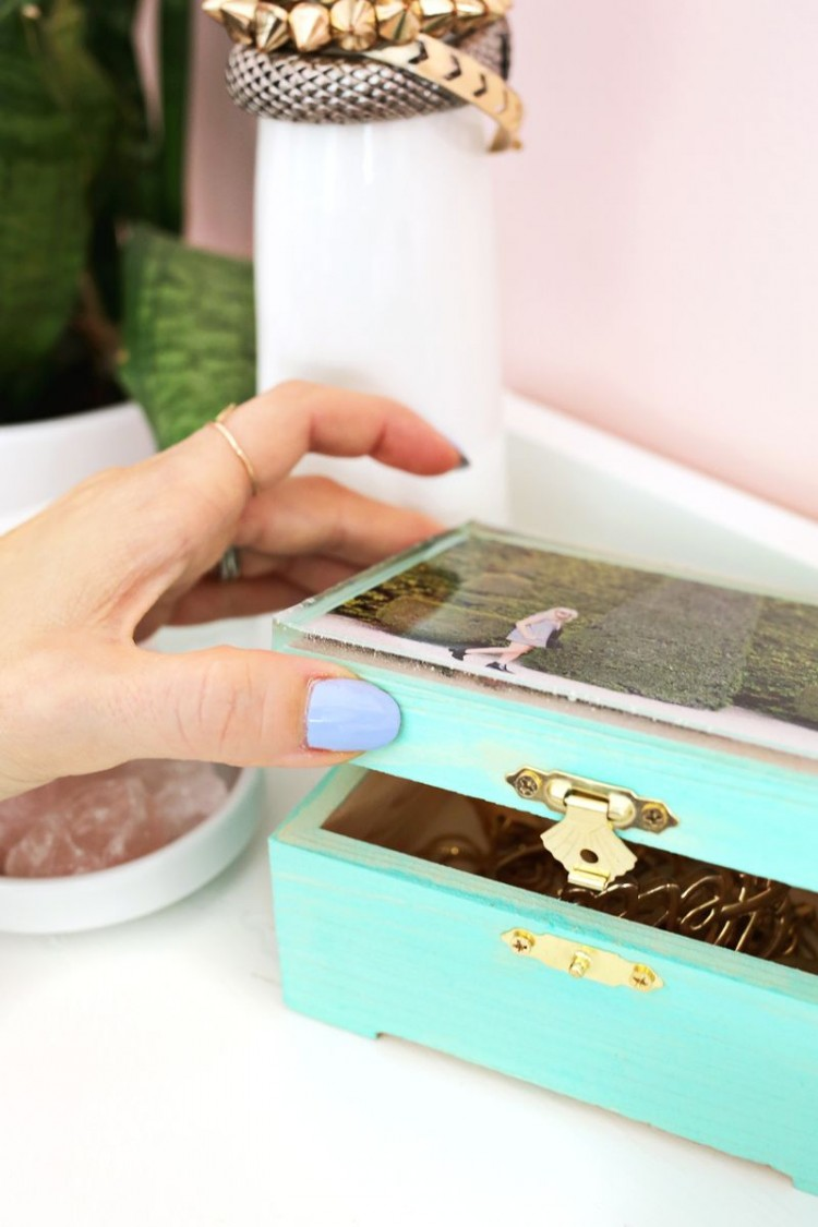 Cute Diy Epoxy Jewelry Box With A Photo Shelterness
