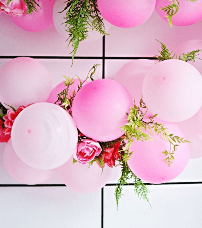 Diy balloon flower garland for parties shelterness for Bed decoration with flowers and balloons