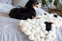 diy-chic-pompom-rugs-to-feel-cozy-in-the-winter-10