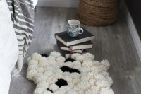 diy-chic-pompom-rugs-to-feel-cozy-in-the-winter-11