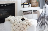 diy-chic-pompom-rugs-to-feel-cozy-in-the-winter-2