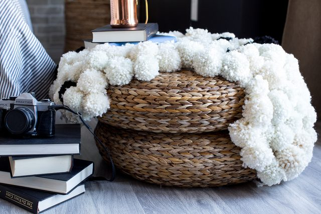 how to make a pom pom rug quickly