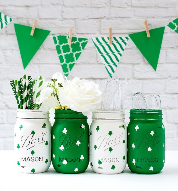DIY Painted Shamrock Mason Jars For St.Patrick's Day