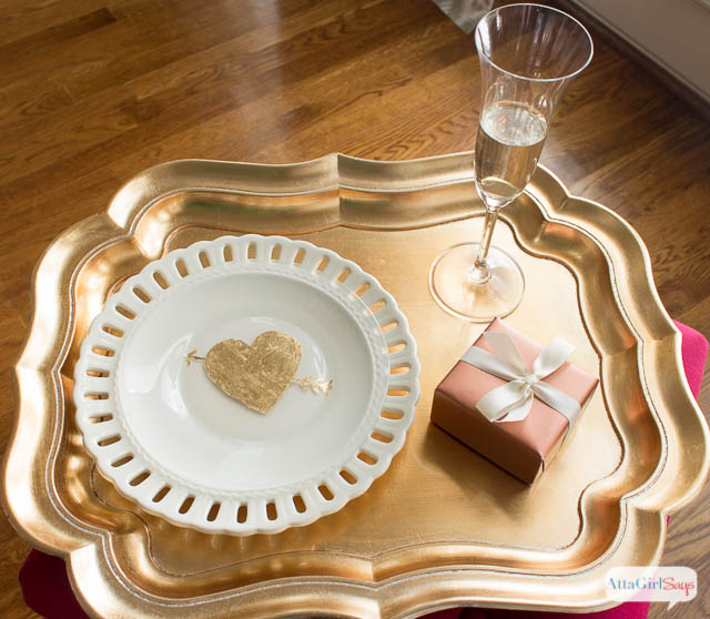 gold heart plate (via attagirlsays)