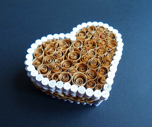 quilling paper hearts (via instructables)