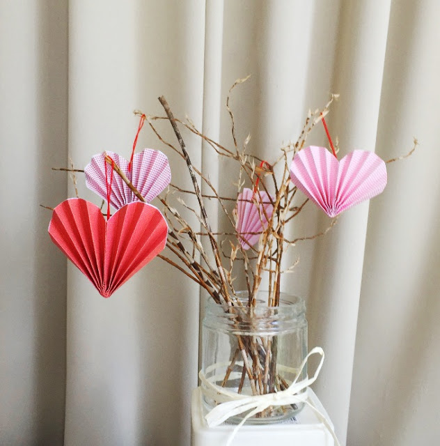 19 easy diy paper decorations for valentine s day for Paper decorations diy
