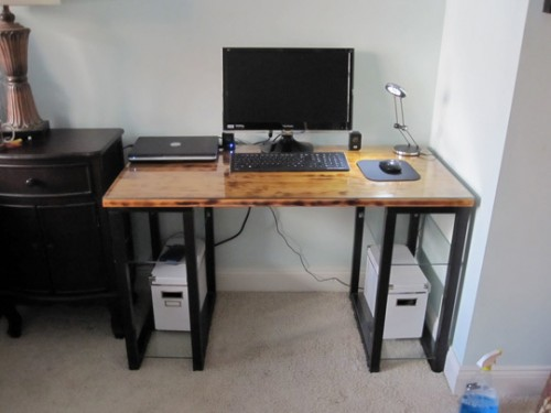 DIY IKEA desk hack (via shelterness)