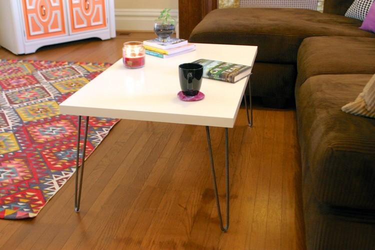 DIY hairpin leg coffee table (via thesurznickcommonroom)
