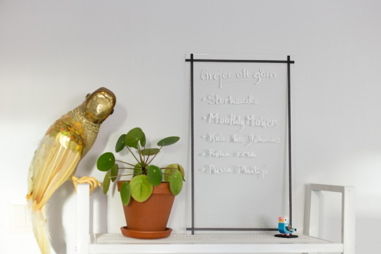 Unusual DIY Clear Glass Memo Board