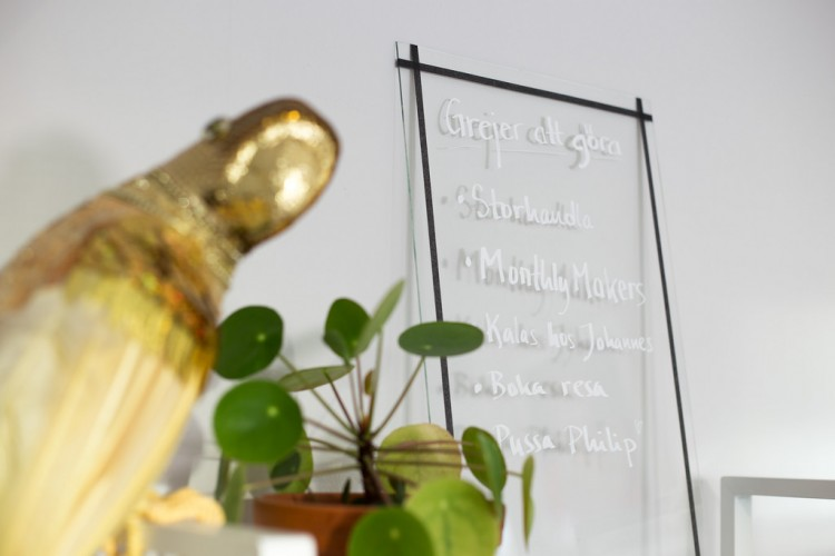 Unusual DIY Clear Glass Memo Board