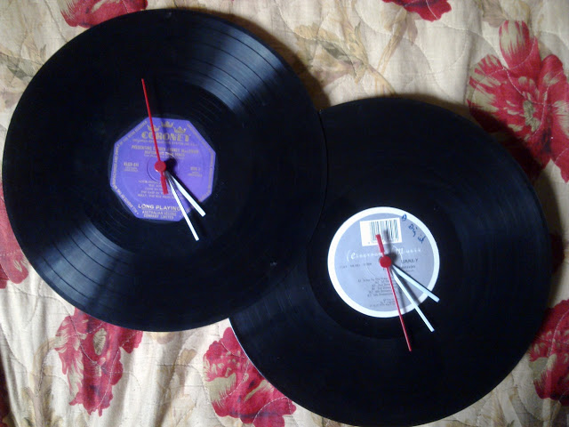 DIY vinyl clock hack (via ikeahackers)